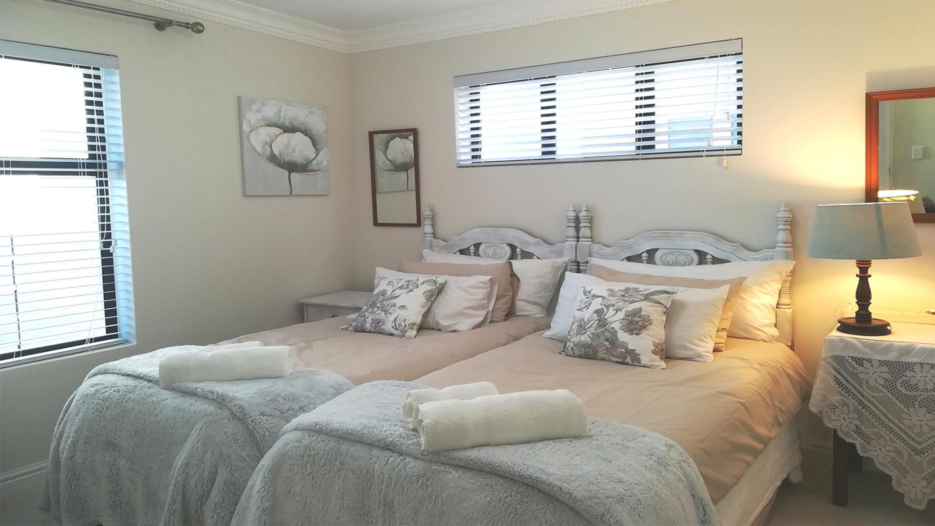 Sunbeam - Twin Bedroom