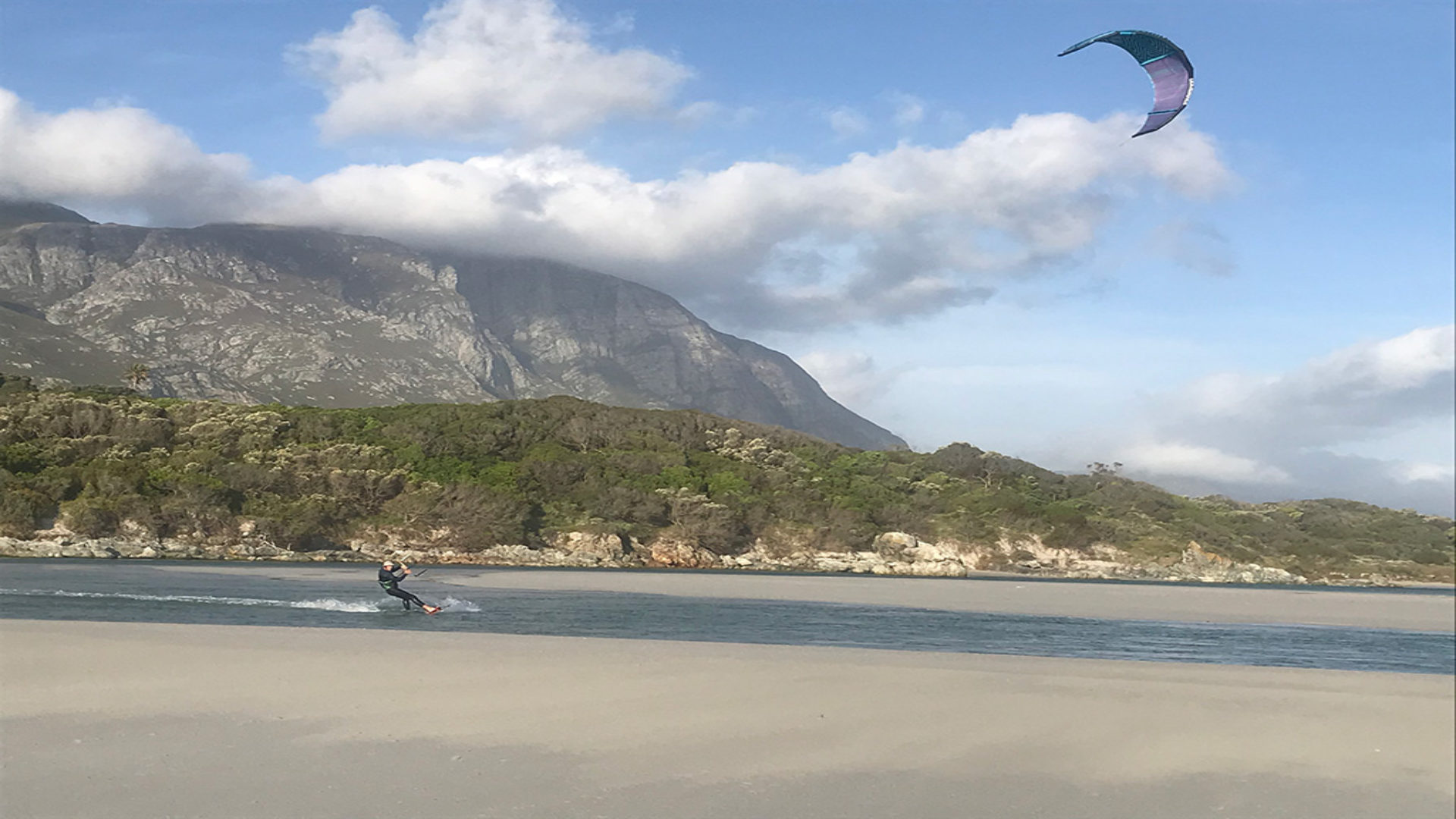 kite-surf-hermanus-sand-mountain-1024x768